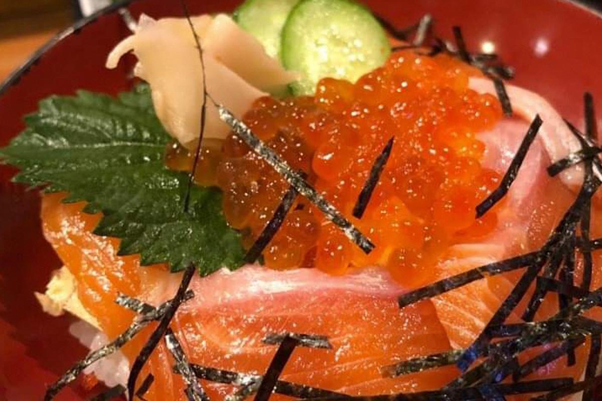 寿司割烹 八千代 鮭サーモンちらし